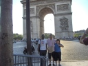 Hassan, Nick e Simo e l'arc de triomphe