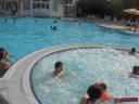 Simo nella piscina del hotel New Port Bay Club