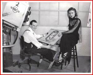 Milton Caniff nel suo studio con una delle sue modelle per i comics